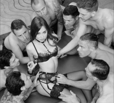 Gangbang-Situation-for-Hotwife